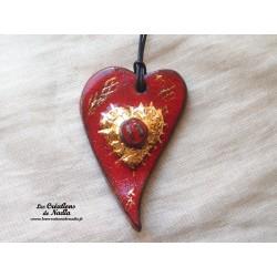 Coeur allongé en céramique en or et rouge piment
