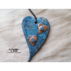 Coeur allongé en céramique en or et bleu