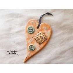 Coeur allongé en céramique en or et pain d'épice