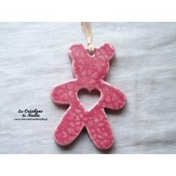 Ourson en céramique de couleur rose bonbon