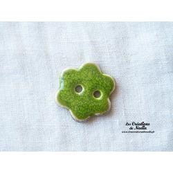 Bouton petite fleur vert