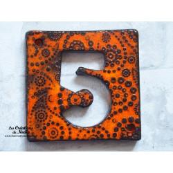 Plaque numéro de maison en céramique  bicolore orange noir cachemire