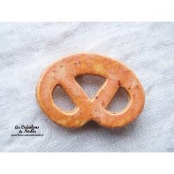 Magnet bretzel couleur pain d'épice