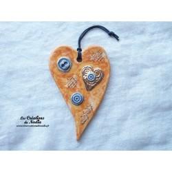 Coeur allongé en céramique couleur pain d'épice et bleu ré haussé à l'or fin