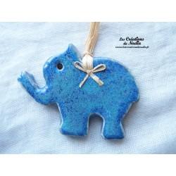 Petit éléphant couleur bleu turquoise en céramique