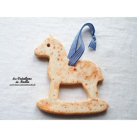 Moyen cheval à bascule, couleur pain d'épice