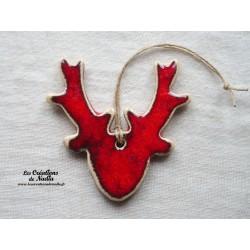 Tête de cerf couleur rouge avec liserai blanc