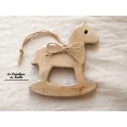 Moyen cheval à bascule, couleur marron glacé