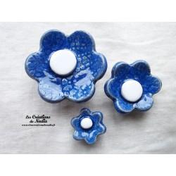 Poppies fleurs pour les jardinières, série de trois fleurs couleur bleu outremer et blanc