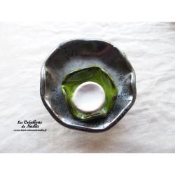 Fleur à coroles petit modèle, couleur gris métal, vert reinette et blanc