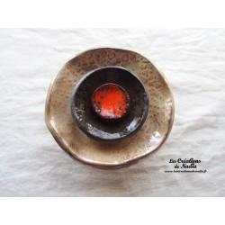 Fleur à coroles petit modèle, couleur marron glacé, noir et orange