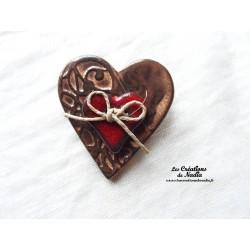 Broche coeur en céramique crème brûlée
