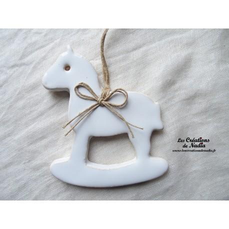 Moyen cheval à bascule, couleur blanc