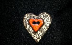 bouton coeur en faïence